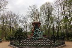 Berlín_0095 (Joanbrebo) Tags: berlin alemania de gottholdephraimlessing lessingdenkmal monument monumento estatua statue tiergarten park parque parc canoneos80d eosd autofocus efs1018mmf4556isstm