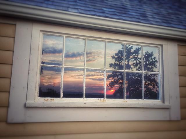 窓の夢の意味と心理 割れる/鍵/ガラス/窓拭き/お風呂【夢占い】