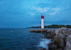 Early Morning (Gavin Edmondstone) Tags: lakeontario bronteharbour lighthouse dawn cans2s