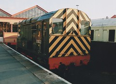 "British Railways Green Class 08, D3022 (37190 ""Dalzell"") Tags: br britishrailways green shunter rods gronk ee englishelectric class08 d3022 13022 08015 dieselgala svr severnvalleyrailway kidderminster"