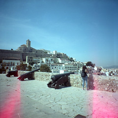 Ibiza 55.9 (motagirl2) Tags: ibiza eivissa balearicislands spain sea mediterranean mediterraneansea lomography filmphotography analogphotography filmisnotdead ishootfilm istillshootfilm buyfilmnotmegapixels kodak kodakportra portra mediumformat 120mm wideangle superwideangle