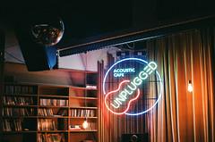 06990014-ред (_._13) Tags: 필름사진 필름 미놀타x700 film filmphotography filmphoto onfilm 35mmfilm analogue colorfilm filmisnotdead minoltax700 плёнка 35ммплёнка плёночнаяфотография unplugged seoulcafe neonlights 서울카페 livebar