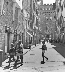 2460DNGedmonofl (davidsharp159) Tags: florence firenza italy italia street streetscenes streetpainting streetpeople streetphotography monochrome blackandwhite blackwhite
