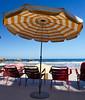 Couleurs et Rayures (Thethe35400) Tags: r2 plage playa beach strand parasol umbrella sombrilla sonnenschirm parasole guardasol rayure couleur chaise silla stripes
