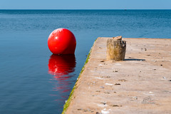 It a-piers to be high and dry (_Matt_T_) Tags: 40creek grimsby hdpdfa28105mmf3556eddcwr lakeontario float buoy fortycreek red