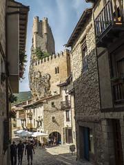 Calle del mercado (Patataasada) Tags: calle frías burgos calledelmercado torre tower castillo castle castillayleón españa spain medieval