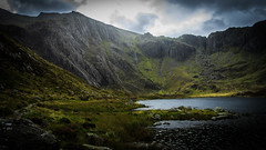 Glyderau Mountain Range, Snowdonia (throzen) Tags: snowdonia snowdon wales europe uk nature natural landscape beauty beautiful outside outdoors summer canon eos 700d dslr mountain mountains lake water sky cloud clouds