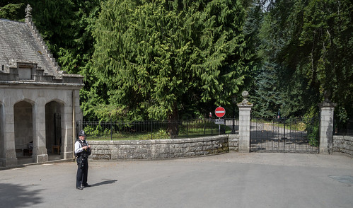 Bobby at the Balmoral Castle gate