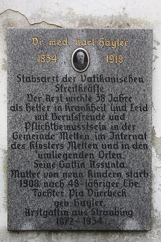 Gedenktafel für Dr. med. Karl Hayler - Stabsarzt der Vatikanischen Streitkräfte im Kloster Metten