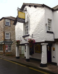The Sun Inn, Kirkby Lonsdale (Snapshooter46) Tags: cumbria publichouse suninn kirkbylonsdale stonebuilding stonework architecture 17thcenturyinn