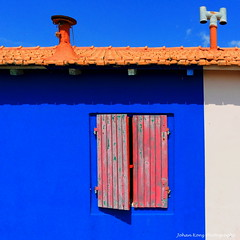 Red Window Blue Wall (Johan Konz) Tags: closed red window hatch shadow blue wall beachhouse roof chimney sky building beach port vada tuscany italy outdoor nikon d90 primary colour beachlife