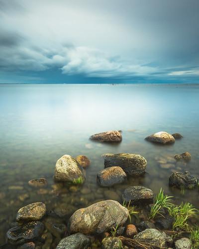 Lugnt och stilla, men hotfulla moln i horisonten