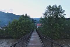 Pedestrian bridge across the Tisza in Rakhiv (Timon91) Tags: ukraine ukraina ucraina oekraïne oekraine ukrain україна украина mountains mountain hills carpathians karpaty karpaten карпати rakhiv rakhov рахів rachau rahó