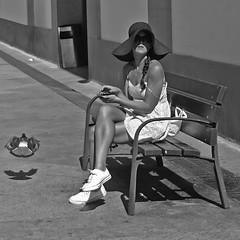 "... ""Se equivocó la paloma"" ... (Lanpernas 3.0) Tags: fashion donostia street mujer donna femme labrecha sansebastián 2017 gente verano candid"