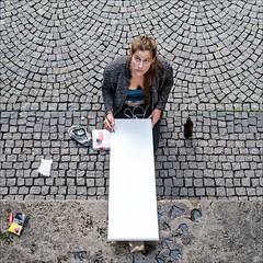 -\o|-|o/- (Heinrich Plum) Tags: heinrichplum plum fuji xe2 xf35mmf2 munich münchen friedensengel friedensdenkmal angelofpeace malerin painter skizze sketch streetphotography streetphotographie street bavaria bayern blicknachunten lookingdown
