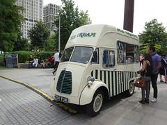 354YUK Morris Commercial icecream truck London (willemalink) Tags: 912 augustus naar wk atletiek london 354yuk morris commercial icecream truck