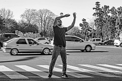 Juggling for money (Wal Wsg) Tags: jugglingformoney malabarismopordinero juggling for money malabarista malabares payasocallejero trabajadorcallejero streetworker man men hombre street streets streetsbw argentina argentinabsas buenosaires caba capitalfederal ciudadautonoma ciudaddebuenosaires calle callejeando palermo canoneosrebelt3 candid candidstreet candidbw