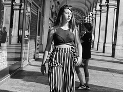Photographer (Jorge_Soriano) Tags: beauties fotógrafos expression streetphotography belly generos angryexpression outfit glasses expresion vientre