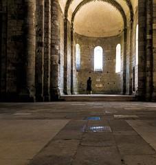 Kontemplation (pyrolim) Tags: melle contemplation kontemplation ruhe nachdenken betrachtung kirche fenster bögen