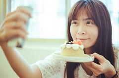 小麥菓子 (Mr.Sai) Tags: chinoncm3 meyeroptikgörlitzoreston50mmf18zebra fuji8563250dcinefilm ecn2 process 高雄自由沖掃 taiwan 台中 girl portrait cafe cake