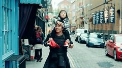 人肉移动大沙发 (大弥散圆) Tags: 尼康 街拍 英国 伦敦 亲子 外拍 d700 nikon london