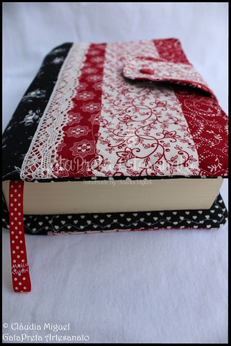 """Capa de livros """"Black&Red Stripes"""""""