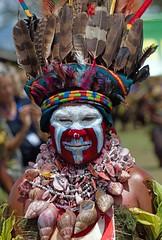 lady huge shell necklace (kthustler) Tags: goroka singsing papuanewguinea tribes huliwigmen mudmen