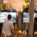 Besucher spielen Monster Hunter World - Gamescom 2017, Köln