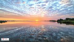 Spiegeltje (Mirror) Leekstermeer (Reina Smallenbroek) Tags: reinasmallenbroek leekstermeer sunrise mirror spiegel reflectie sky water lake drenthe natuurbeheer zonsopkomst samyang canongnederland deonlanden