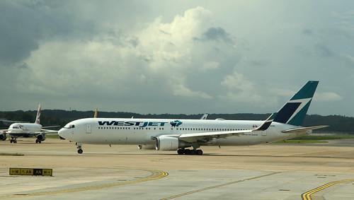 WestJet  / Boeing 767-338(ER) / C-GOGN
