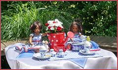 Frühstückzeit ... (Kindergartenkinder) Tags: dolls himstedt annette park blume garten kindergartenkinder essen grugapark personen blumen leleti sommer