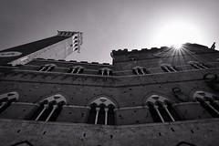 Mittagsstunde (Nikonfotografie) Tags: unterwegs urlaub mittagsstunde historisch architecture architektur stadt blackandwhite bnwphotography bnw sw tuscany toskana italy italien siena