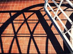 Lines (Leandro C Rodrigues) Tags: color cores sombras shadows sun geometria geometry lines linhas minimalism minimalismo vermelho red white branco padrao pattern abstract diagonal sjc saojosedoscampos burlemarx