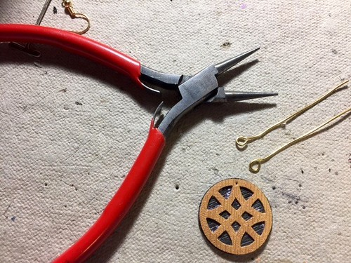 bend loops into wire