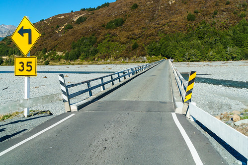 One lane bridge across the Waimakariri River