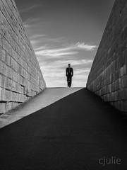 un pas devant l'autre (cjuliecmoi) Tags: forthenry kingston ontario sitehistorique soldat vacances voyage architecture monochrome soldier noiretblanc blackandwhite