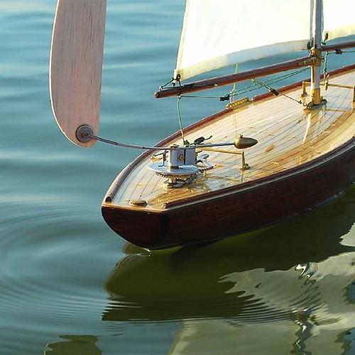 Grove Pond Yachts maker of fine free sailing pond  yachts  ww.grovepondyachts.com