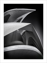 Les cares del Palau IV/ The faces of the Palace IV (ximo rosell) Tags: ximorosell bn blackandwhite blancoynegro bw buildings valencia arquitectura architecture abstract abstracció llum light luz calatrava ciudaddelasciencias