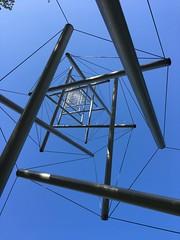 toren van naalden & touwtjes ... (doevos) Tags: npdhv kröller müller beeldentuin needletowerii kennethsnelson tensegrity 1969 naaldentoren