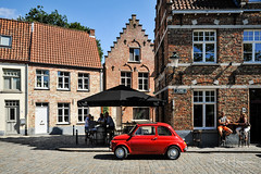 Fiat 500 @ Brugge (PaulHoo) Tags: nikon d700 brugge city belgium urban summer 2017 fiat 500 citylife people terras bar building house architecture car red