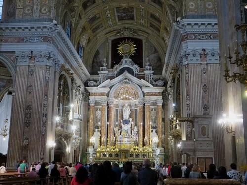 L'office, église baroque du Gesù Nuovo (1584-1725), piazza del Gesù Nuovo,  Naples, Campanie, Italie.