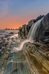 La cascada de Gueirúa (Lourdes Santos Bajo) Tags: gueirúa asturias mar sea playa cascada waterfall rocas rocks spain lourdessantos