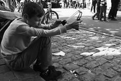 Bang ! (Ren-s) Tags: personne people street streetphotography rue photographiederue bokeh belgique belgium bruxelles brussels black blackandwhite blackwhite bnw bw noiretblanc noir noirblanc kid enfant jouer play playing lancepierre fronde slingshot sling aiming viser oeil eye face visage city ville 7dwf new blanc white ixelles europe nb jeu game canon eos 600d 1750mm sigma