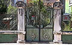 The gate! (Jorge Cardim) Tags: gate portão porta ílhavo aveiro portugal cores colors