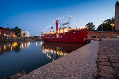 (ekoloskov) Tags: helsinki uusimaa finland fi water ship port city town cafe blue bluesky architecture houses house light lights evening night
