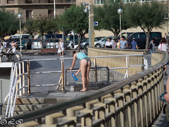 To hydrate (Inapapel) Tags: donostia olympus street urban tohydrate ass flickr candid girls neskak fesses 1k filles streetshots 500 beach water seascape seaside hondartza 2k