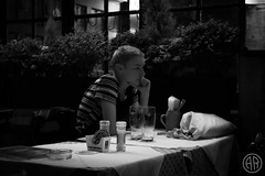 Kaufingerstraβe (alexrf96) Tags: alexrf96 aleruiz alexruiz alejandroruiz alejandroruizfernándezdeangulo photo photograph foto fotografía canon canonista munich múnich münchen munchen germany alemania deutchsland retrato portrait robado stolen retratorobado stolenportrait blancoynegro blanconegro blackandwhite blackwhite travel trip journey viaje girl chica woman mujer kaufingerstraβe deutschland
