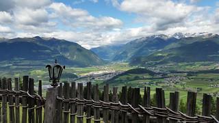 Blick über Bruneck ins Ahrntal.