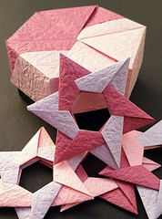 Hexagon box (C) with stars Hilli (modular.dodecahedron) Tags: tomokofuse carmensprung modularorigami origamibox origamistar