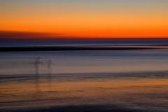 Même les fantômes ont le droit d'aller à la plage.... (Isa-belle33) Tags: sunset soleil ocean beach plage sea mer water eau people silhouettes shadows fuji fujifilm fujixt1 colors couleurs icm filé